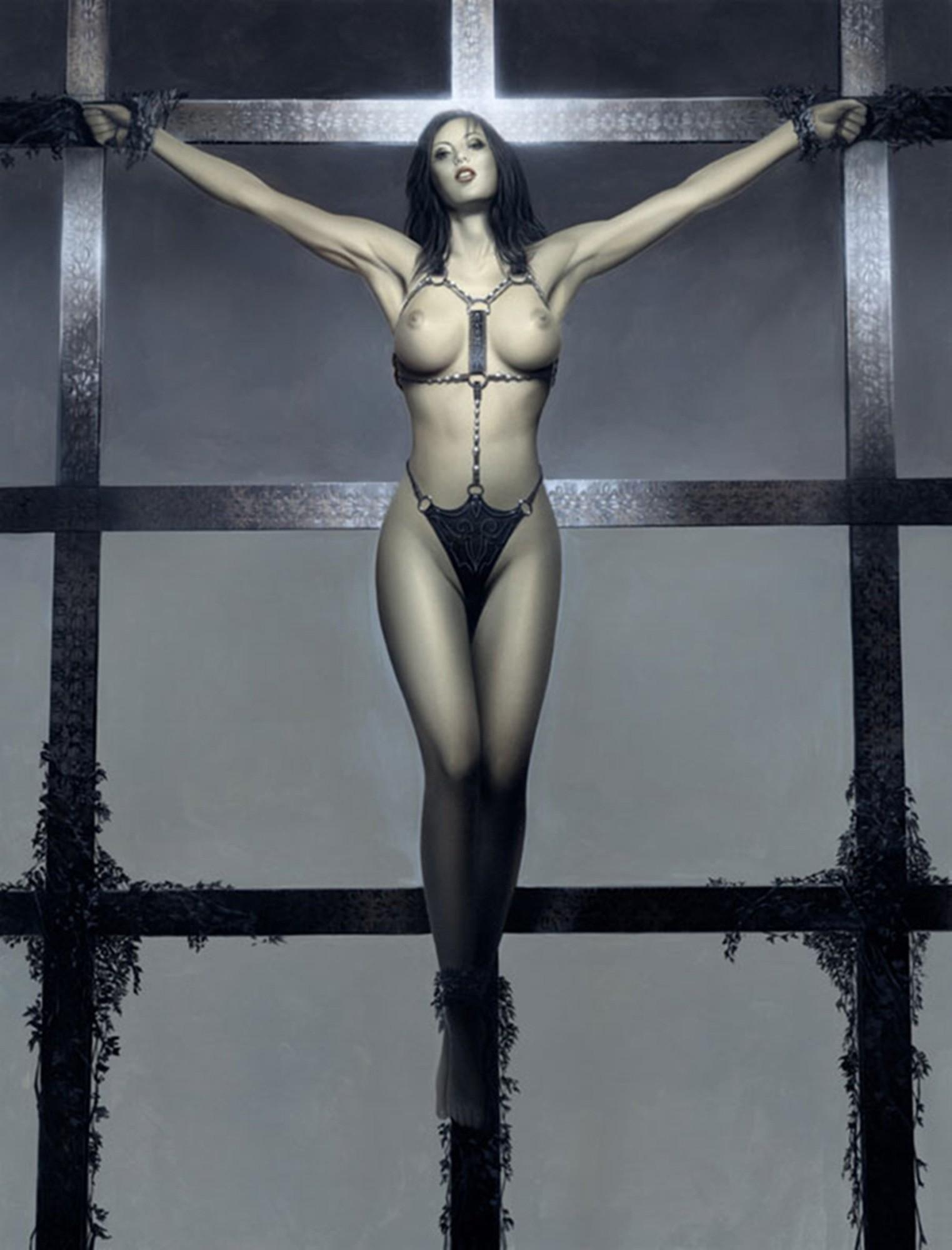Распятая голая девушка 4 фотография